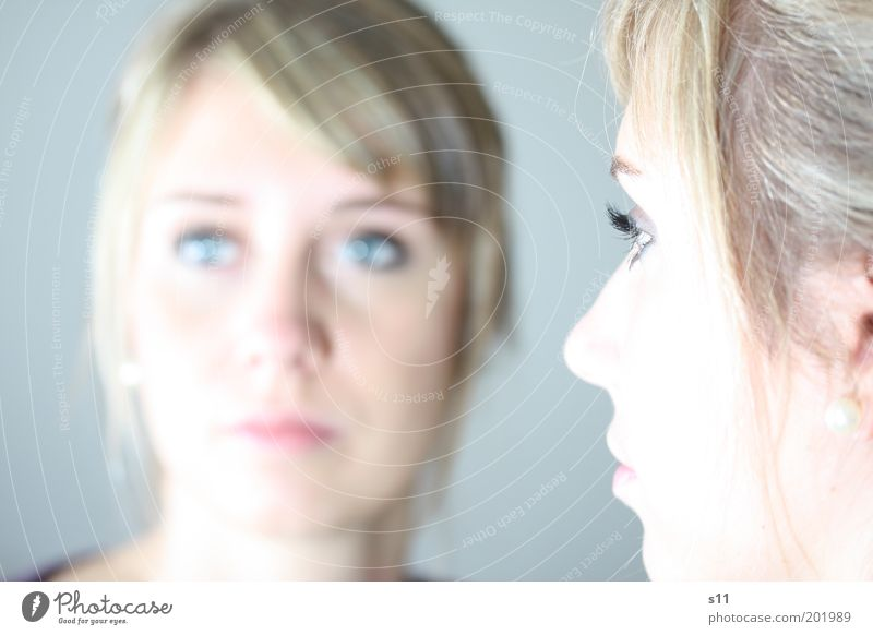 Spiegelbild feminin Junge Frau Jugendliche Leben Gesicht Wimpern 18-30 Jahre Erwachsene elegant hell schön Haare & Frisuren Wimperntusche Auge Farbfoto