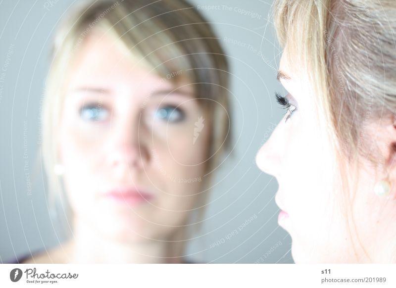 Spiegelbild Jugendliche schön Gesicht Auge Leben feminin Haare & Frisuren hell Erwachsene elegant Kosmetik Porträt Wimpern