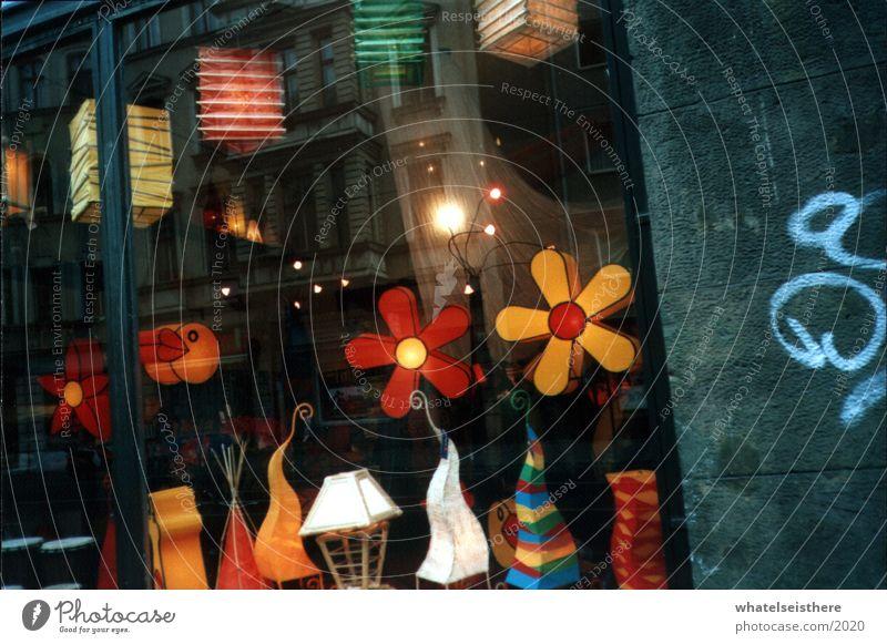 berlin3 mehrfarbig Ladengeschäft Blume Architektur Graffiti