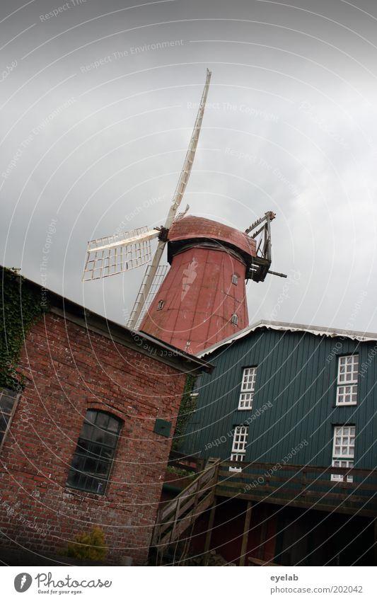 Ländliche Rotation alt Himmel rot Haus Wolken Fenster Gebäude Architektur Fassade Treppe authentisch Turm Kitsch Dorf Hütte