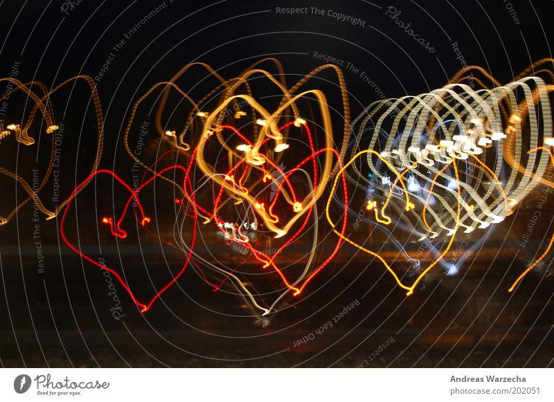 Liebesgrüße aus München weiß rot gelb Farbe Kunst Herz Design leuchten Zeichen erleuchten herzlich Unschärfe Experiment schwungvoll Liebesgruß Lichtmalerei