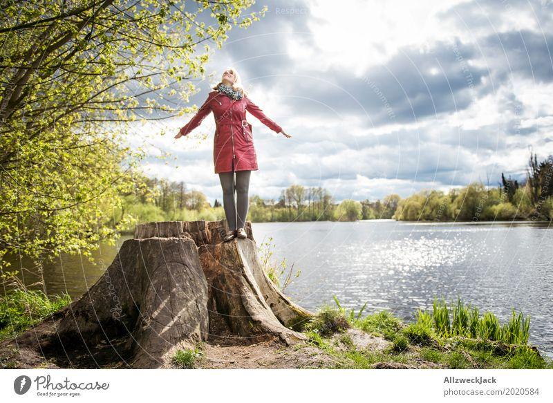 Sonnenanbeterin Glück harmonisch Wohlgefühl Zufriedenheit ruhig feminin Junge Frau Jugendliche Erwachsene Leben 1 Mensch 18-30 Jahre 30-45 Jahre Natur
