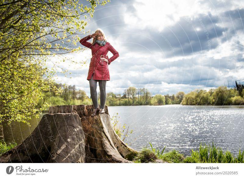 Aye Aye! Mensch Frau Natur Jugendliche Junge Frau Landschaft Wolken Freude Wald 18-30 Jahre Erwachsene Umwelt Leben Lifestyle Frühling feminin