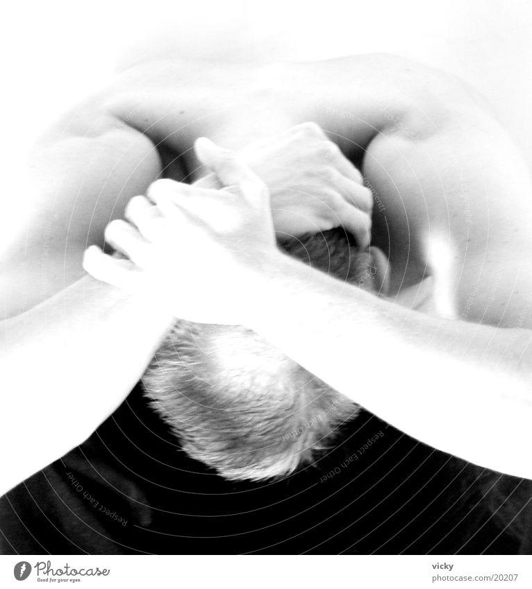 Im Licht II Mann Rücken Schwarzweißfoto verstecken