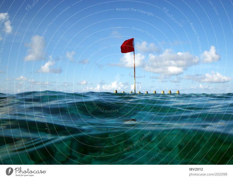 Red flag in paradise II Himmel Natur Wasser Sonne Sommer Ferien & Urlaub & Reisen Meer Wolken Ferne Freiheit Landschaft Wellen Freizeit & Hobby Ausflug Insel