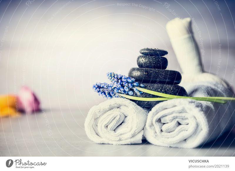 Wellness hintergrundbilder  Spa Massage Zubehör mit Handtüchern, Steinen und Blüten - ein ...