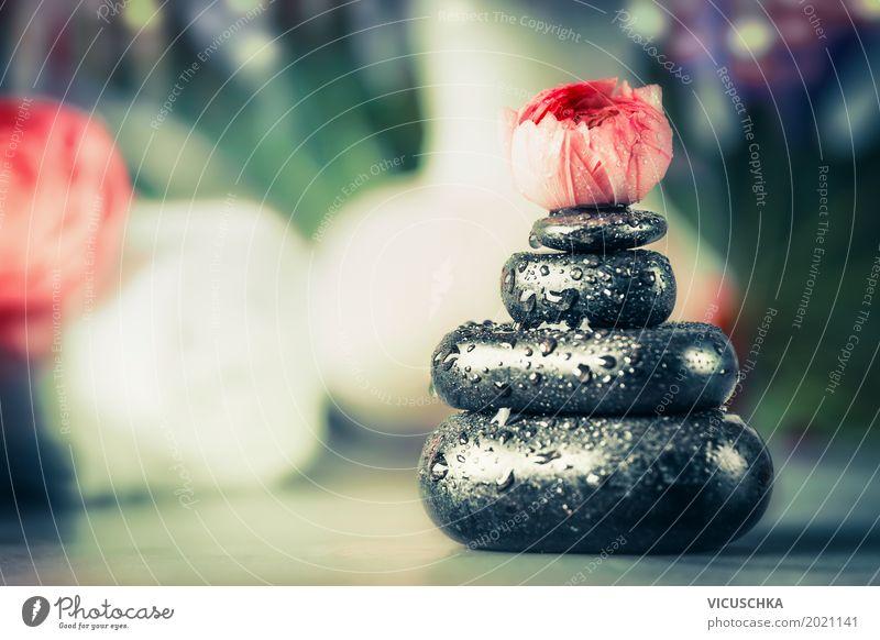 Stapel von heißen Steinen mit Blüte , Spa Wellness Hintergrund Stil Design Gesundheit Behandlung Leben Massage Natur Gesundheitswesen Basalt Zen Tropfen Blume