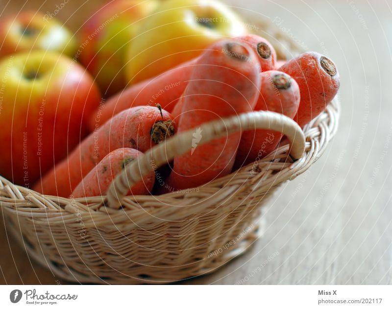 alte Möhre Lebensmittel Gemüse Frucht Ernährung Bioprodukte Vegetarische Ernährung Diät Fasten Gesundheit lecker saftig Appetit & Hunger Apfel Korb verfaulen