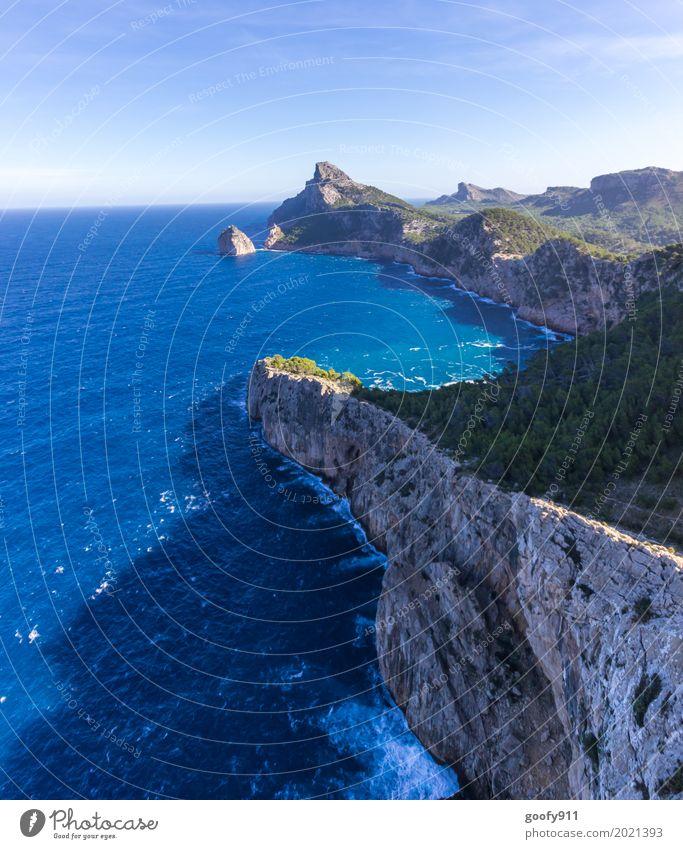 Mallorcas Ende Umwelt Natur Landschaft Pflanze Tier Luft Wasser Himmel Sonne Sommer Schönes Wetter Wärme Baum Sträucher Hügel Felsen Berge u. Gebirge Wellen