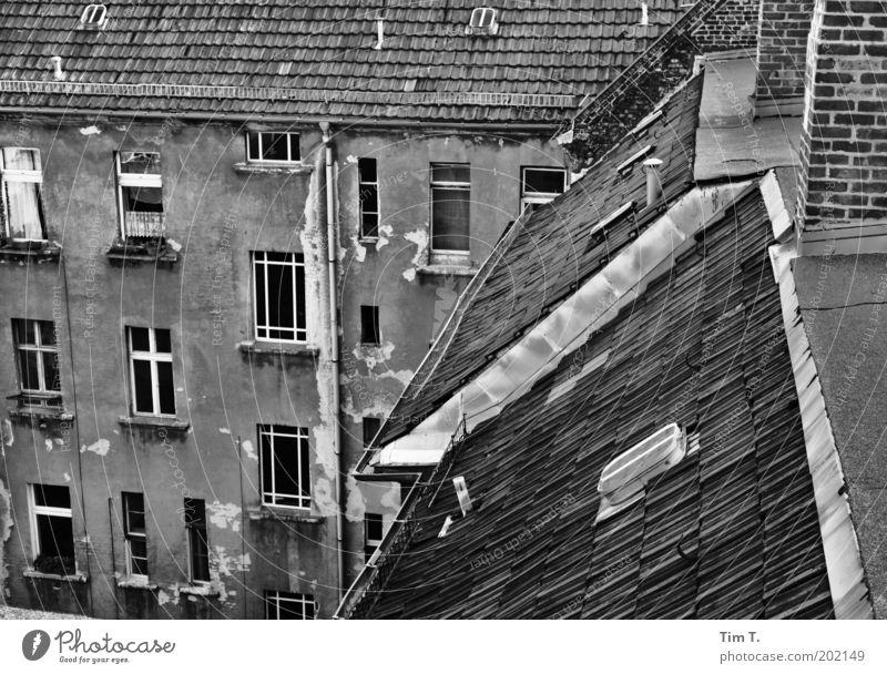Prenzlauer Berg alt Stadt Haus Fenster Gefühle Berlin Architektur Traurigkeit Gebäude Fassade ästhetisch Europa kaputt trist Dach Bauwerk