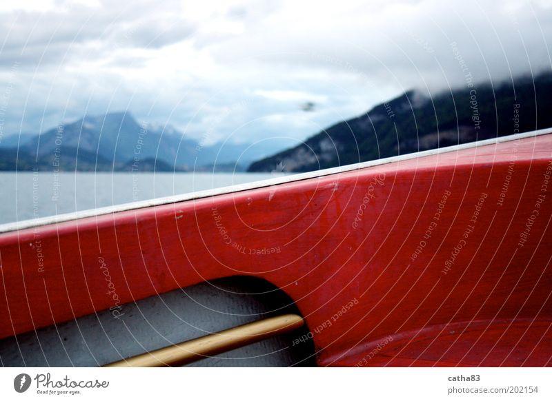 einnmal über den Bootsrand hinaus... Wasser Ferien & Urlaub & Reisen rot Wolken Berge u. Gebirge Freiheit See Felsen Nebel Freizeit & Hobby Abenteuer Sicherheit