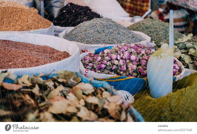 Souk Marokko Altstadt Fußgängerzone kaufen Tee Rosenblätter Kräuter & Gewürze Marktplatz Marktstand Markthalle Markttag Auswahl Vielfältig Haufen Schaufel