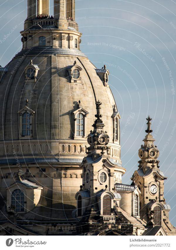 Besucher on top elegant schön Tourismus Ausflug Sightseeing Städtereise Traumhaus Fotokamera Mensch Menschenmenge Architektur Kultur Chor Dresden Sachsen Stadt