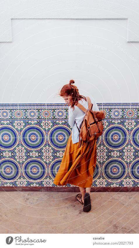 Marokko Mensch Ferien & Urlaub & Reisen Jugendliche Junge Frau schön 18-30 Jahre Erwachsene Reisefotografie Leben feminin orange Wind Schuhe Sommerurlaub trendy