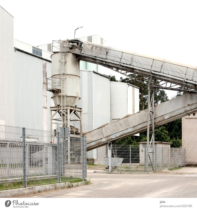 betonwerk Arbeitsplatz Fabrik Industrie Unternehmen Industrieanlage Bauwerk Gebäude Werk Industriefotografie industriell Silo Kieswerk Farbfoto Außenaufnahme