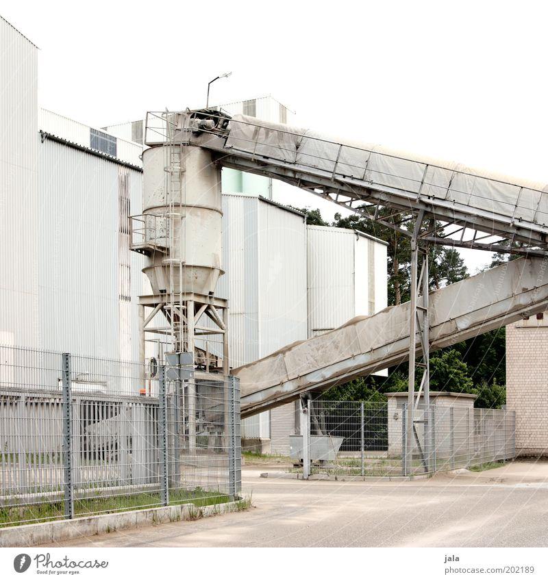 betonwerk Gebäude Industrie Industriefotografie Bauwerk Fabrik Unternehmen Arbeitsplatz Industrieanlage industriell Werk Silo Förderband Kieswerk
