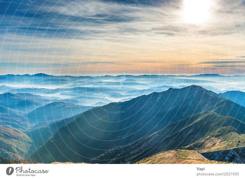 Blaue Berge und Hügel Himmel Natur Ferien & Urlaub & Reisen blau Sommer Farbe weiß Sonne Landschaft rot Wolken Ferne Wald Berge u. Gebirge schwarz gelb