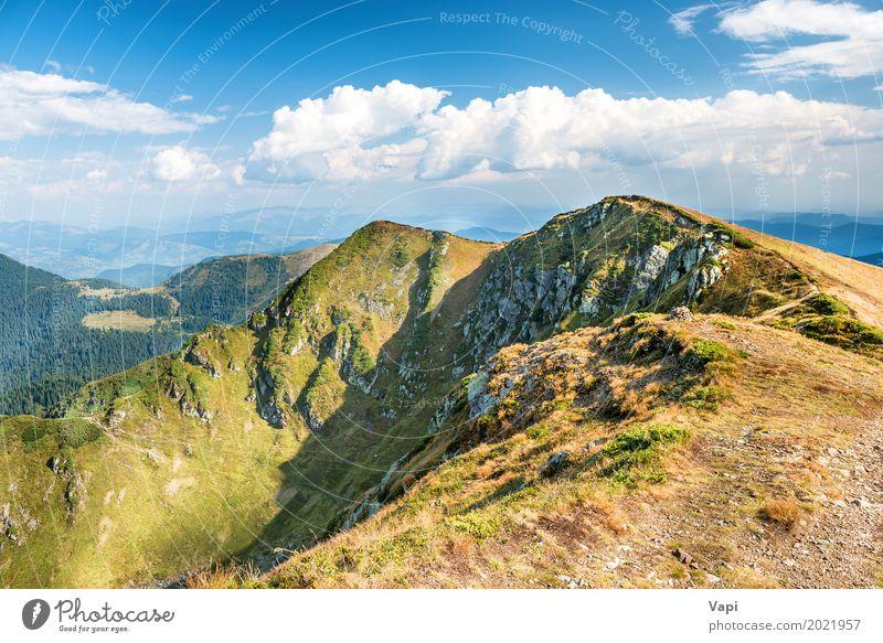 Gebirgszug mit trockenem gelbem Gras Himmel Natur Ferien & Urlaub & Reisen blau Sommer grün weiß Landschaft Wolken Berge u. Gebirge Herbst Frühling Wege & Pfade
