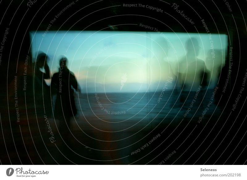 Schatten gestalten Mensch Wasser Ferien & Urlaub & Reisen Meer dunkel Fenster Bewegung Menschengruppe gehen warten Tourismus Perspektive stehen einzigartig