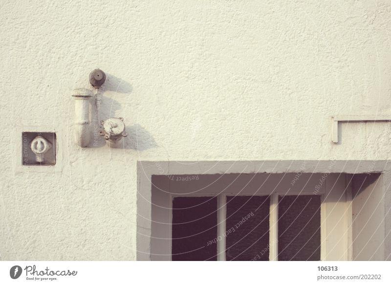 Fotonummer 158691 weiß Haus Tür Wohnung Fassade leer Perspektive Sicherheit Häusliches Leben Teile u. Stücke Eingang Rohrleitung Schalter Bremen Hauseingang Lüftungsschacht