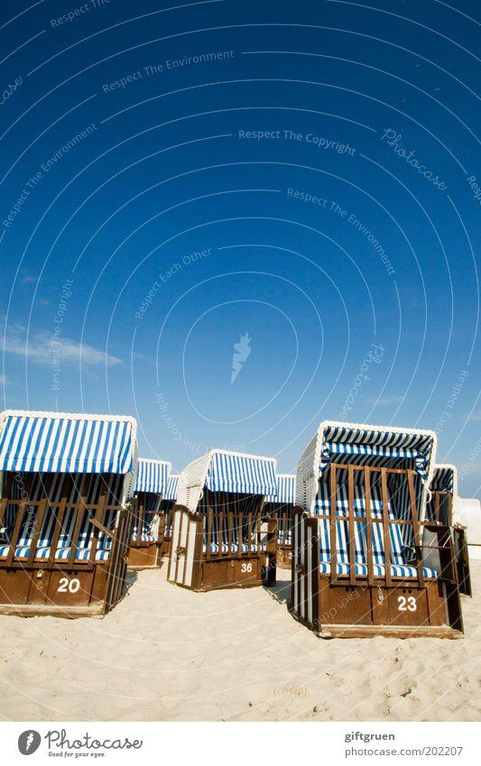 einheitslook am ostseestrand Himmel Meer blau Sommer Strand Ferien & Urlaub & Reisen Erholung Sand Küste Ausflug geschlossen leer Insel Tourismus Streifen