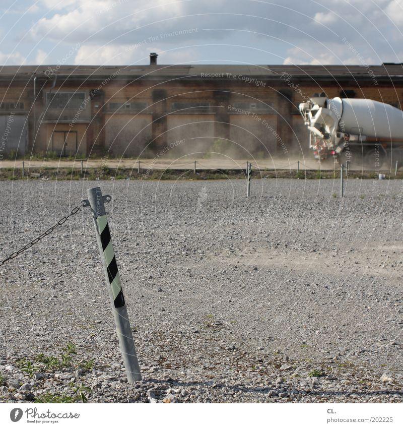 baustelle Himmel alt Stadt Einsamkeit Straße Wand Wege & Pfade Stein Gebäude Mauer Arbeit & Erwerbstätigkeit dreckig Platz kaputt Wandel & Veränderung Baustelle