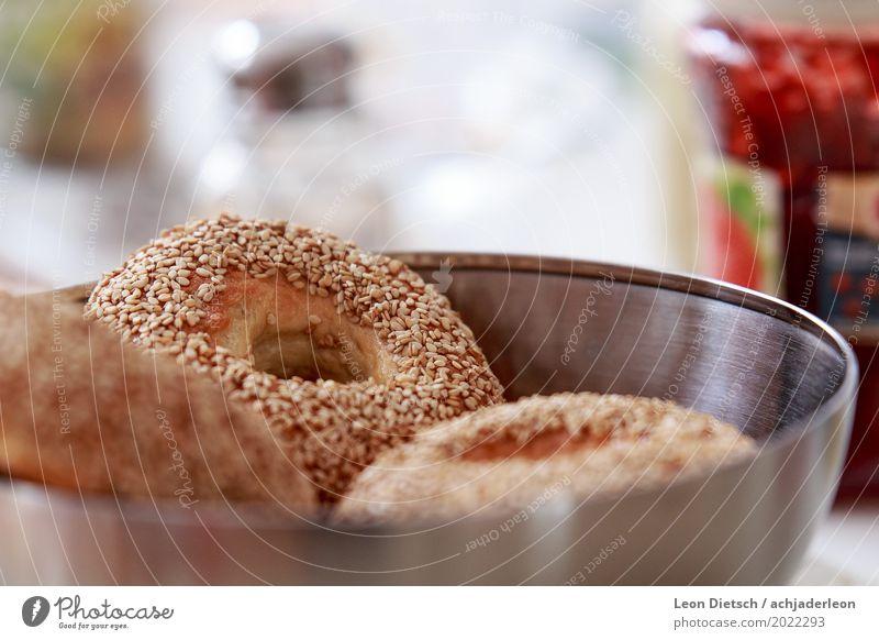 Zu viel Sesam? Lebensmittel Teigwaren Backwaren Brot Brötchen Bagel Frühstück Schalen & Schüsseln Duft hell Wärme braun grau silber weiß Metall Farbfoto