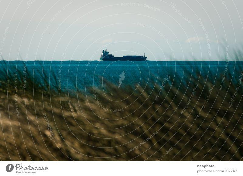 Binnenschifffahrt #1 Himmel blau Sonne Meer Ferien & Urlaub & Reisen Ferne Wege & Pfade Wasserfahrzeug Güterverkehr & Logistik Reisefotografie Stranddüne