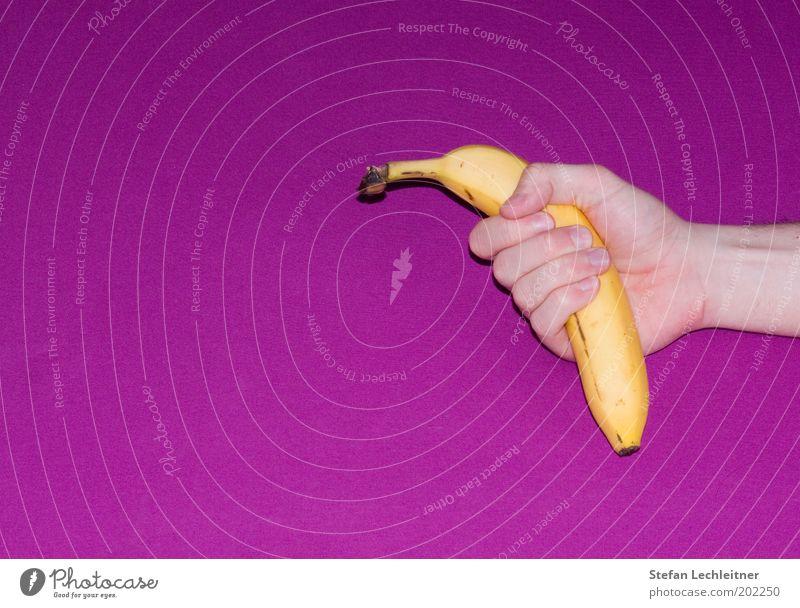 Banane gefällig? Hand Farbe Stil Gesundheit Frucht Arme Design frisch authentisch gut festhalten violett Appetit & Hunger lecker genießen Vitamin