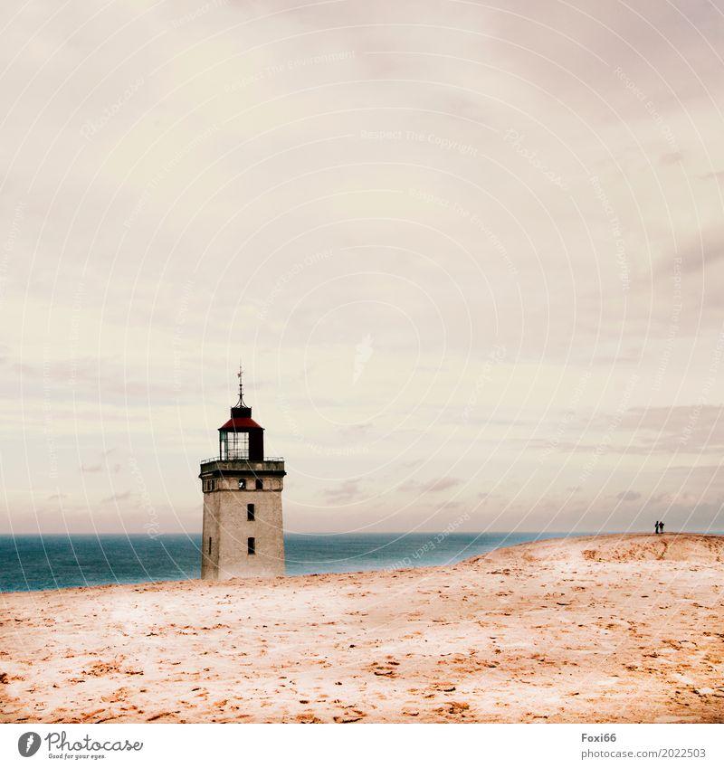 Leuchtturm Rubjerg Knude Architektur Landschaft Sand Luft Wasser Horizont Sommer Klimawandel Wind See Nordsee Stein bedrohlich blau gelb grau weiß Stimmung
