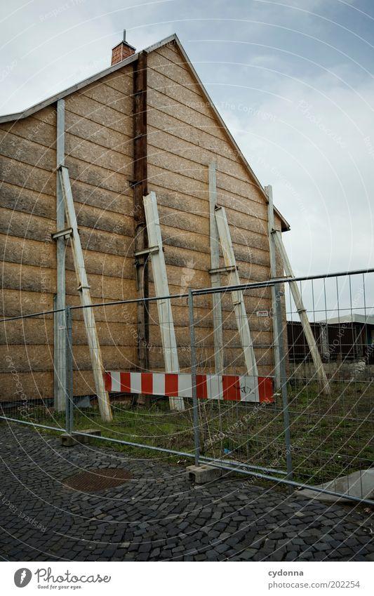 Keinen Plan haben Holz träumen Zeit Fassade planen Wandel & Veränderung Baustelle Idee Barriere Renovieren stagnierend Lücke Erscheinung Feierabend abstützen