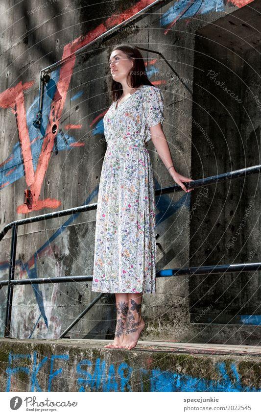 The girl in the dress (4) Mensch feminin Junge Frau Jugendliche Erwachsene 1 18-30 Jahre Mauer Wand Treppe Fassade Mode brünett langhaarig springen stehen