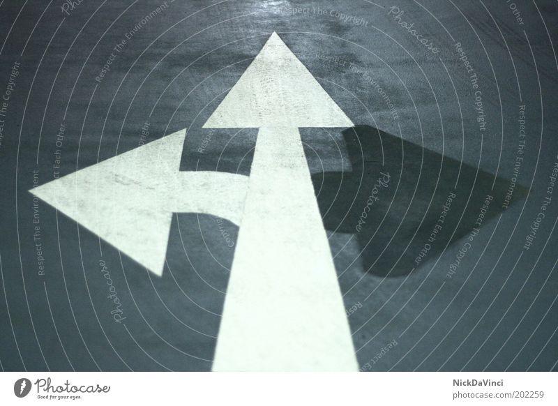 da warens nur noch zwei... weiß blau Stil grau Wege & Pfade dreckig Design Schilder & Markierungen Sicherheit Ordnung Zukunft Ziel Pfeil Zeichen Verkehrswege Steuerelemente