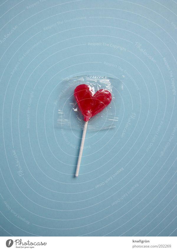 Leck mich! Lebensmittel Süßwaren Lollipop Ernährung Herz lecker süß blau rot weiß Freude Appetit & Hunger genießen Glück verpackt Farbfoto Nahaufnahme