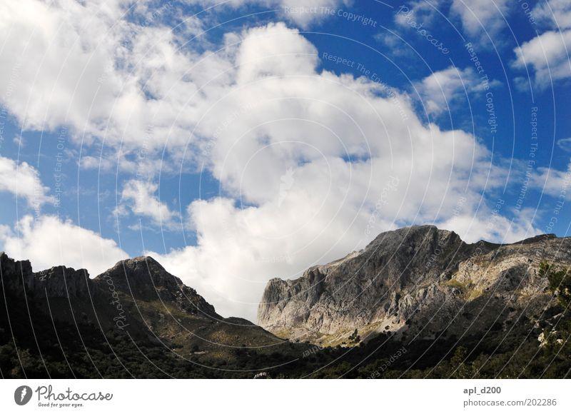 Unter den Wolken Natur Himmel weiß blau Wolken Berge u. Gebirge Frühling Landschaft Luft Kraft Wetter Umwelt Felsen authentisch Klima Alpen