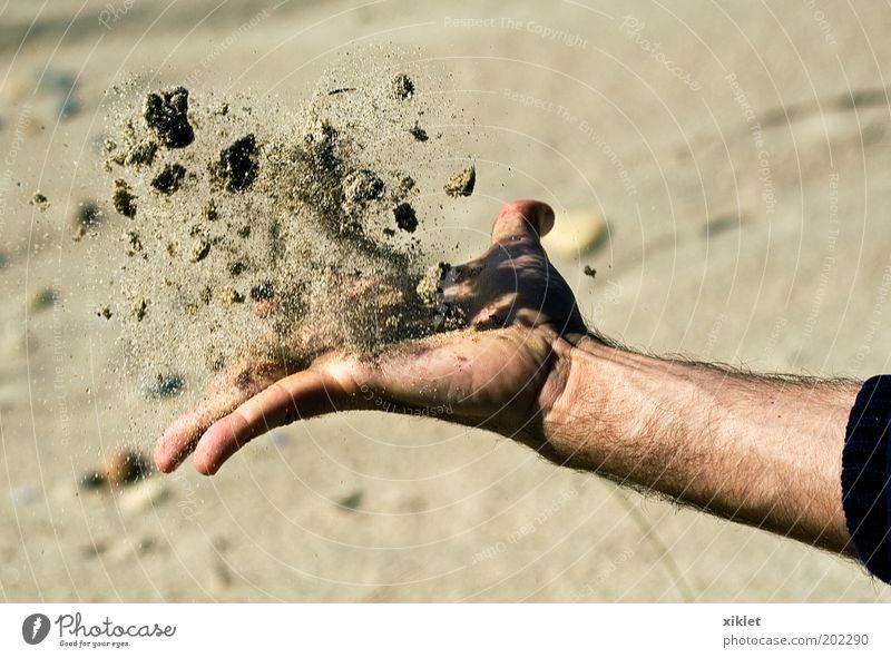 Mensch Hand Wasser Meer Sommer Strand gelb Erholung Spielen Sand Kraft Küste Arme frei Finger natürlich