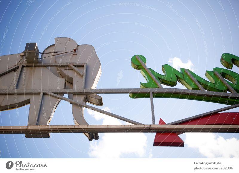 Hamburgs Tierleben Entertainment St. Pauli Reeperbahn Neonlicht Leuchtreklame Werbung Elefant Rüssel 1 Metall Linie Pfeil grau grün rot Farbfoto Außenaufnahme
