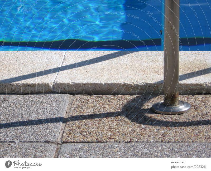 Pool Schwimmbad Erholung authentisch einfach blau grau Zufriedenheit Ferien & Urlaub & Reisen Freizeit & Hobby Tourismus Wellness Wasser Farbfoto Außenaufnahme