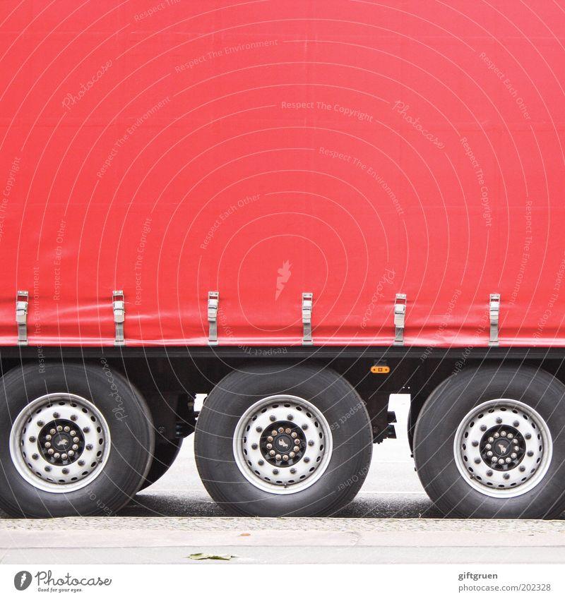 truck 'n' roll rot Straße Arbeit & Erwerbstätigkeit Verkehr groß Güterverkehr & Logistik Lastwagen Dienstleistungsgewerbe Rad Unternehmen Wirtschaft Fahrzeug parken Reifen Handel Arbeitsplatz