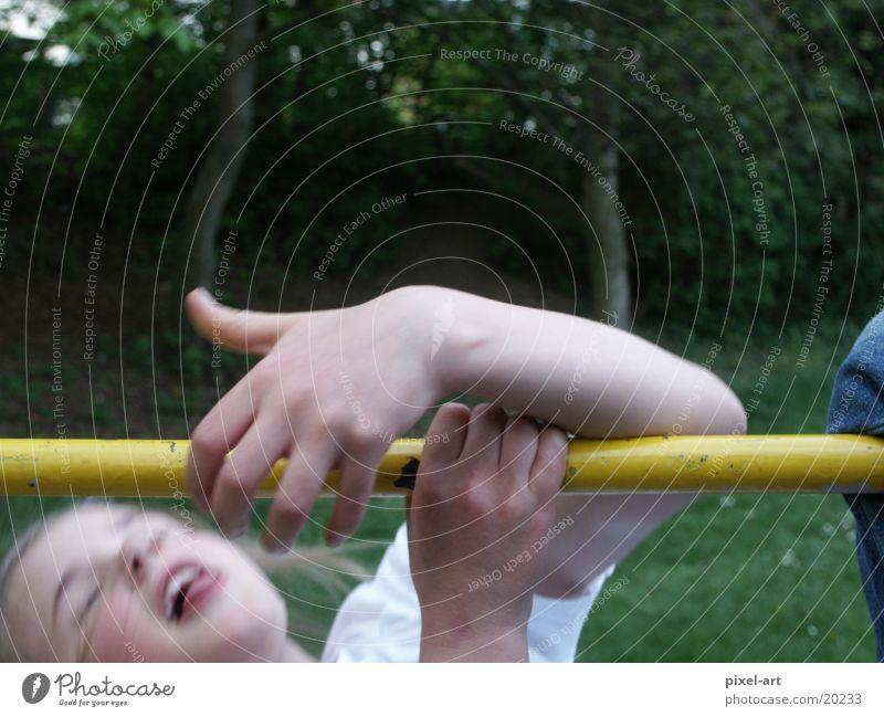 Abgerutscht Kind Mädchen Unfall Spielplatz abgerutscht