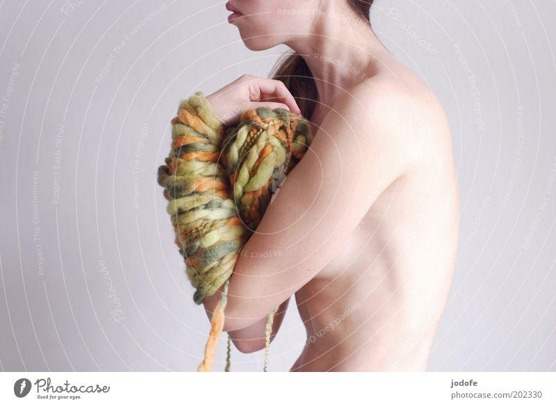 krummbuckel Mensch Frau Jugendliche grün Erwachsene feminin nackt Junge Frau Körper Rücken Arme Haut 18-30 Jahre Akt festhalten frieren