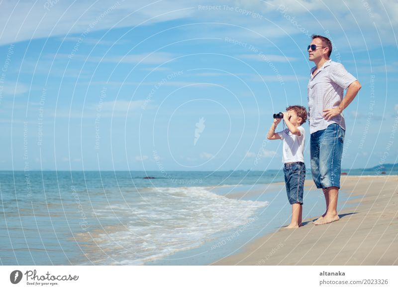 Kind Natur Ferien & Urlaub & Reisen Mann Sommer Sonne Hand Meer Erholung Freude Strand Erwachsene Leben Lifestyle Liebe Junge