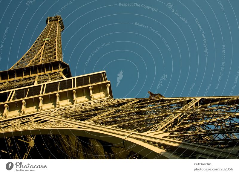 Eiffelturm Himmel blau Metall Architektur Baustelle Spitze Paris Stahl Frankreich Wahrzeichen Eisen Sehenswürdigkeit Niete Tour d'Eiffel Stahlträger