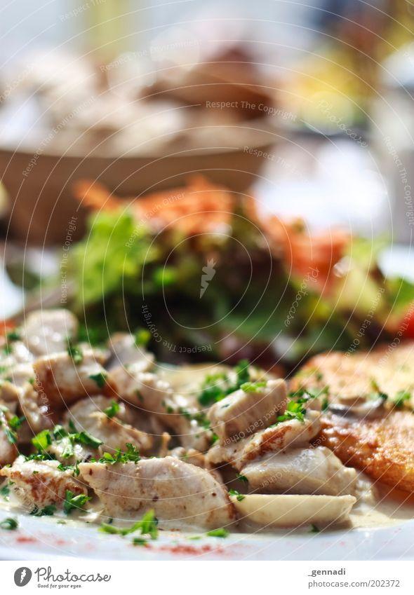Essen essen Lebensmittel Fleisch Salat Salatbeilage Getreide Ernährung Mittagessen Geschirr Teller Schalen & Schüsseln genießen heiß lecker Tourismus