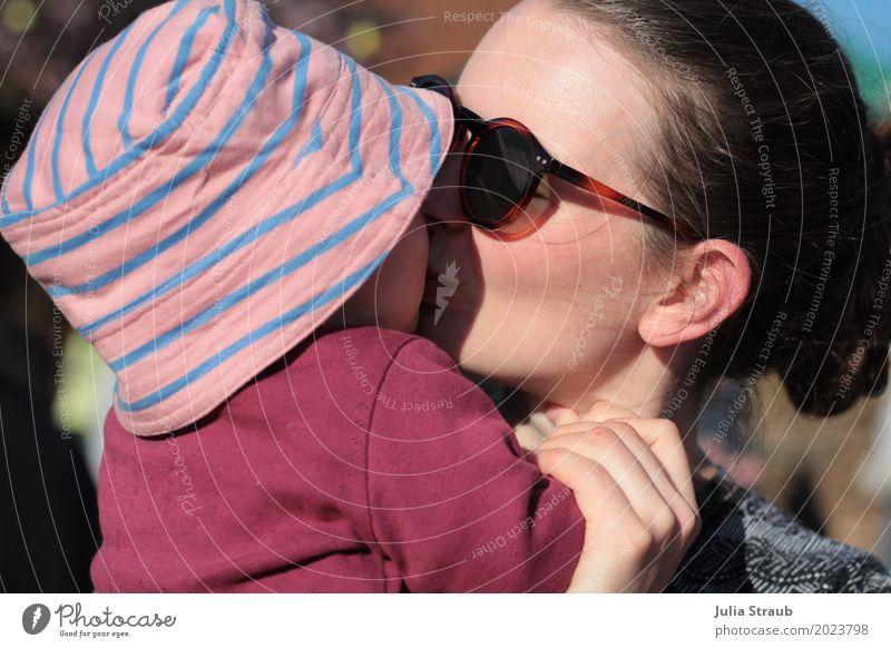 zum knutschen feminin Baby Kleinkind Mädchen Frau Erwachsene Mutter Familie & Verwandtschaft 2 Mensch 0-12 Monate 30-45 Jahre Sonnenbrille Hut brünett berühren