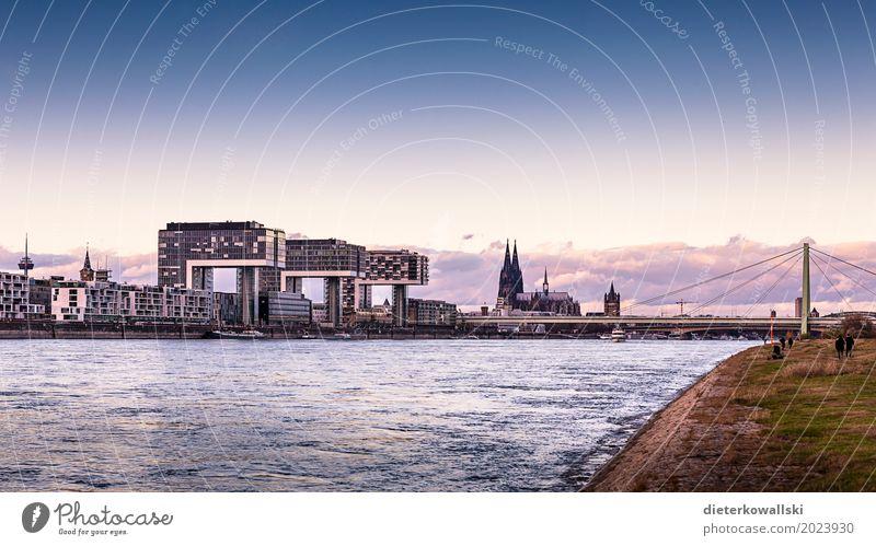 Panorama Köln Stadt Dom Sehenswürdigkeit Denkmal Brücke Binnenschifffahrt schön Severinsbrücke Kölner Dom Skyline Rhein Schifffahrt Abenddämmerung