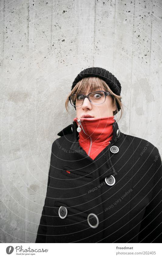 überraschung Frau Mensch Jugendliche rot Auge kalt feminin Mode Erwachsene Coolness Brille natürlich Mütze brünett Mantel