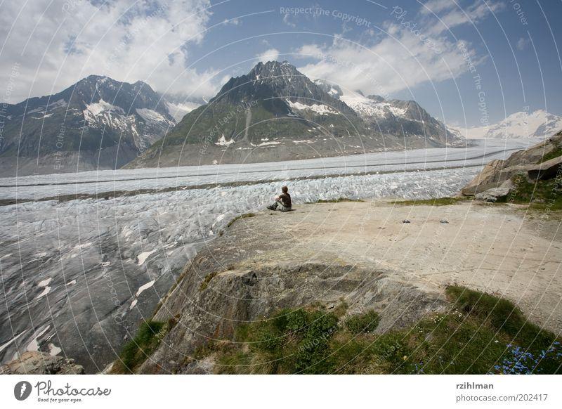 Aussicht auf den Aletschgletscher. Frau Mensch Natur Wasser Himmel Sommer Wolken Schnee Erholung Berge u. Gebirge Landschaft Eis Erwachsene wandern Pause