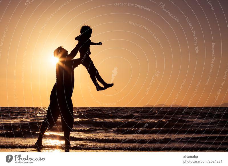 Kind Natur Ferien & Urlaub & Reisen Mann Sommer Sonne Meer Freude Strand Erwachsene Lifestyle Liebe Sport Junge Familie & Verwandtschaft Spielen