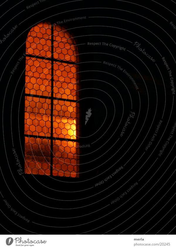 Heiliger (Licht-)Schein? Nacht Fenster Gemäuer Gotteshäuser Stimmung ruhig Religion & Glaube Lichterscheinung